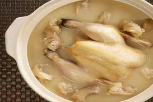 Бабушка показала, как полностью очищает курицу от гормонов роста и антибиотиков: теперь делаю так же