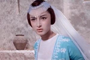 Она сыграла принцессу Будур в «Волшебной лампе Аладдина». Как сегодня выглядит очаровательная грузинка Додо Чоговадзе (фото)