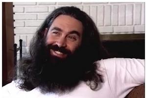 Мужчина не стриг волосы и бороду 12 лет, но наконец решился на глобальные перемены. Увидев его после стрижки, жена едва не потеряла сознание