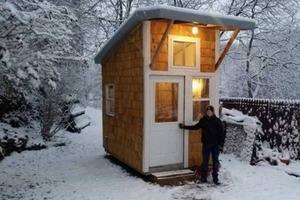 Подросток построил на заднем дворе свой собственный мини-дом