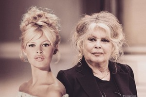 Фото знаменитостей, которые позируют с юными версиями себя