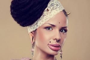 Девушка, прославившаяся необычной внешностью, решила показать себя натуральную