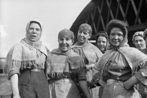 Их трудно было назвать красотками: почему советские женщины в 30 лет выглядели на все 50