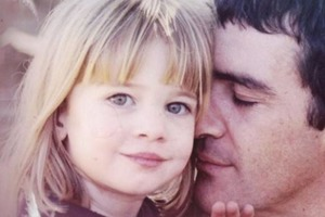 Единственной дочери Антонио Бандераса уже 22. Как она выглядит сегодня