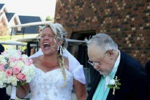 Свадебные фото, которые и рассмешат, и озадачат - может стоит повременить