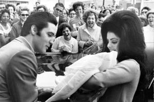 На внуке Элвиса Пресли природа не отдыхала: каким вырос наследник короля рок-н-ролла