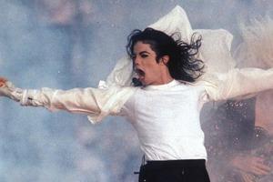 Скандал продолжается: радиостанции начали удалять песни Майкла Джексона из эфира