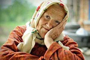 Родные купили бабушке дом в деревне и оставили ее там на год. Вернувшись, они не узнали старушку