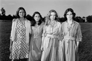 4 сестры делали одни и те же фото вместе на протяжении 40 лет: что получилось