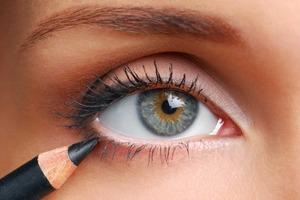 Не подводите нижнее веко и не только: правила макияжа для женщин старше 40 лет