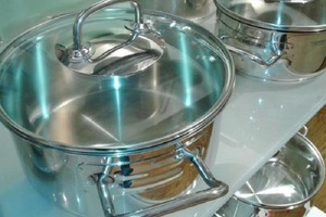Мои кастрюли и сковородки всегда выглядят как новые: я довожу их до блеска с помощью самодельного моющего средства