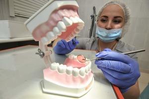 Как простому россиянину вылечить зубы и не разориться: кума-стоматолог рассказала несколько простых хитростей (жаль, что я не додумалась до