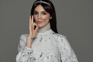 Отказала всем миллионерам и вышла замуж за фотографа, чтобы одеваться в секонд-хенде: как выглядит и чем занимается Сати Казанова