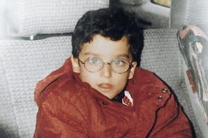 Неприметный мальчик вырос и стал самым красивым мужчиной в мире: поклонники с трудом верят, что такое возможно
