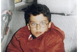 Мальчика дразнили в школе за косоглазие и очки. Никто даже не подозревал, что когда он вырастет, то будет назван самым красивым мужчиной в м
