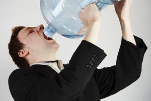 96% людей пьют воду неправильно, поэтому толстеют и болеют: важные правила пития