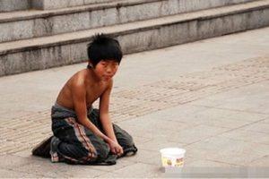 Женщина накормила голодного мальчишку: он вырос, разбогател и поблагодарил ее