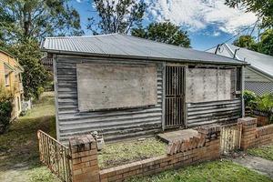"""Семья купила """"худший дом в Австралии"""" - после ремонта его цена выросла до 1 миллиона долларов"""