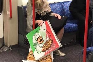 10 снимков в метро, которые помогут поднять настроение