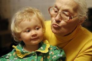 5 признаков, указывающих на то, что детей пора оградить от бабушки