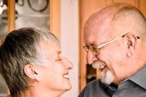 Перед смертью женщина попросила мужа поливать ее цветок. Лишь через 4 года он понял, как изящно подшутила над ним любимая