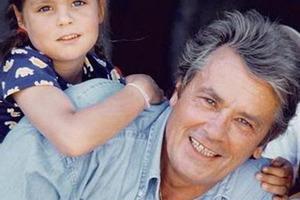 У особого папы особая дочь: любимая девочка Алена Делона выросла красавицей