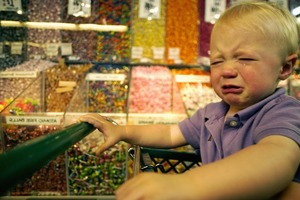 Внук устроил истерику в магазине: реакция дедушки достойна премии
