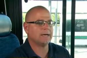 Водитель автобуса вызвал полицию, когда к нему в салон сел мальчик, и был прав