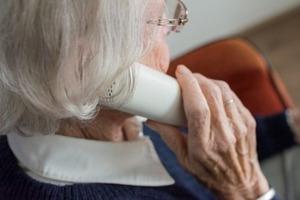 Бабушка вызвала такси и попросила отвезти ее в магазин. Но, услышав подробности, таксист поехал в полицию