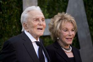 102-летний Кирк Дуглас поздравил супругу со 100-летним юбилеем