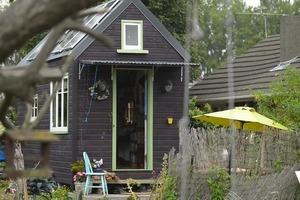 Женщина живет в крошечном доме площадью всего 14 квадратов и рассказывает, как сделать каждый сантиметр пространства полезным