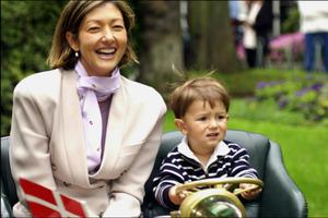 Принц, рожденный от китаянки и европейца, вырос и превратился в красавца (фото)