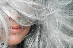 Что седые волосы могут рассказать о здоровье человека