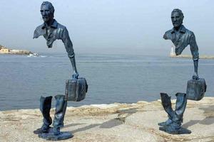 Невозможное возможно: 10 скульптур, бросающие вызов закону гравитации