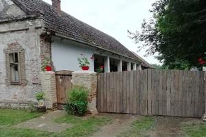 """Сделали """"конфетку"""": супруги отремонтировали старый дом. Получилось симпатично"""