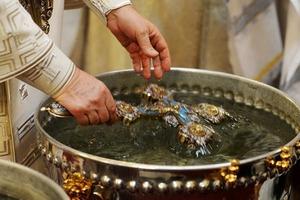 Исследователи раскрыли тайну святой воды. Что они обнаружили?