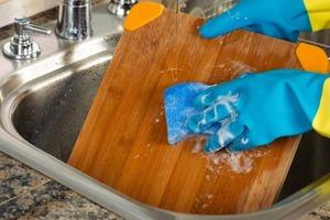 Подруга никогда не моет деревянную доску. Узнав причину, я тоже перестала мыть