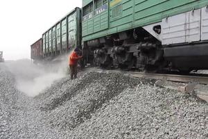 Все гениальное просто: зачем в России так много щебня на железнодорожных путях