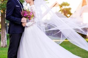 Наряд матери жениха на свадьбе вызвал неприятное удивление у гостей и невесты
