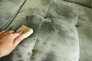 Тетя подсказала, как очистить диван от грязи, и теперь он как новый. Делюсь