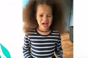 Мать поддержала выбор дочери, и с 4-летнего возраста воспитывала ее как мальчика: вот что из этого получилось