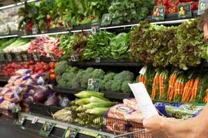 Жена жестко разыграла мужа, отправив его в магазин со списком несуществующих продуктов