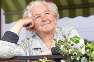 Девушка пожаловалась бабушке на то, что ей изменяет муж и услышала сильный ответ