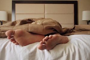 Что может рассказать о человеке привычка спать с голыми ногами
