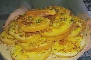 По утрам иногда делаю для домашних простенькие и вкусные гренки-бутерброды «Бедный пенсионер»
