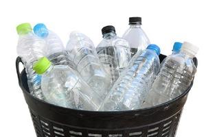 Все время выкидывала пластиковые бутылки. Но муж показал, как их можно использовать в бытовых целях