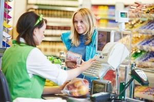 Как нас обманывают кассиры в супермаркетах: способ простой, как пять копеек