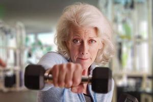 В каком возрасте человек ощущает себя на 65 лет? Ученые дали ответ, когда у людей начинают проявляться первые старческие болезни