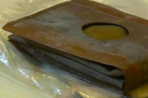 Рабочие нашли кошелек при разборе дома, содержимому которого много лет