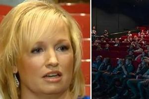 Женщина делает замечание подросткам, которые шумят в кинотеатре. Спустя несколько дней их мать дает достойный ответ